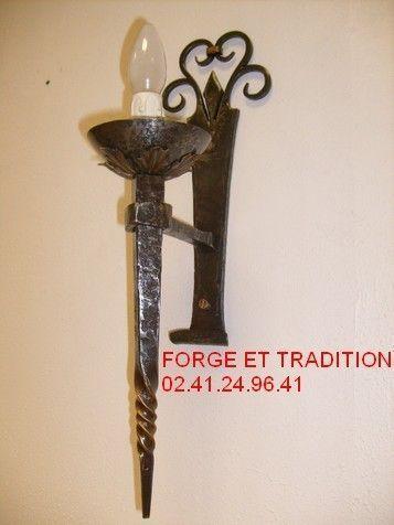 applique fer forg une lumi re lighting blacksmith paris. Black Bedroom Furniture Sets. Home Design Ideas